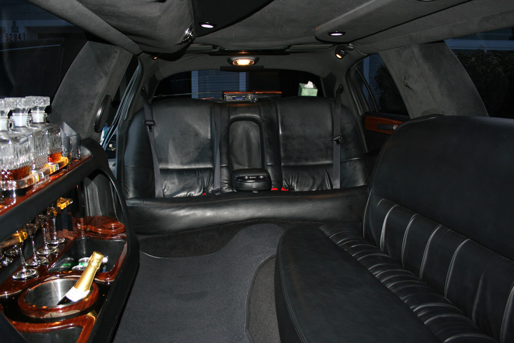 8 Passenger Suv Rental >> Lincoln Town Car 100 Inch Stretch - 8 passenger limo rental | Apex Limousine